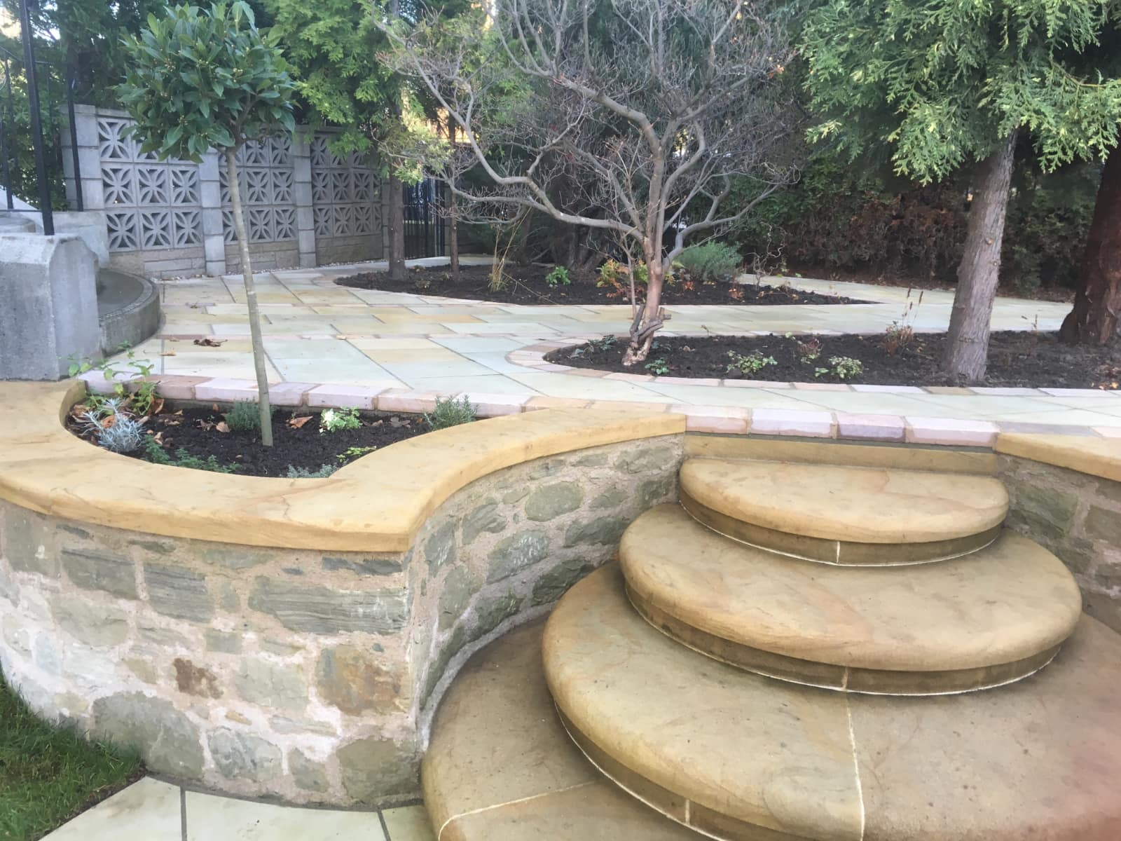 Edinburgh garden design example with stone steps